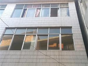 低价急售龙井社区丰收巷房屋。