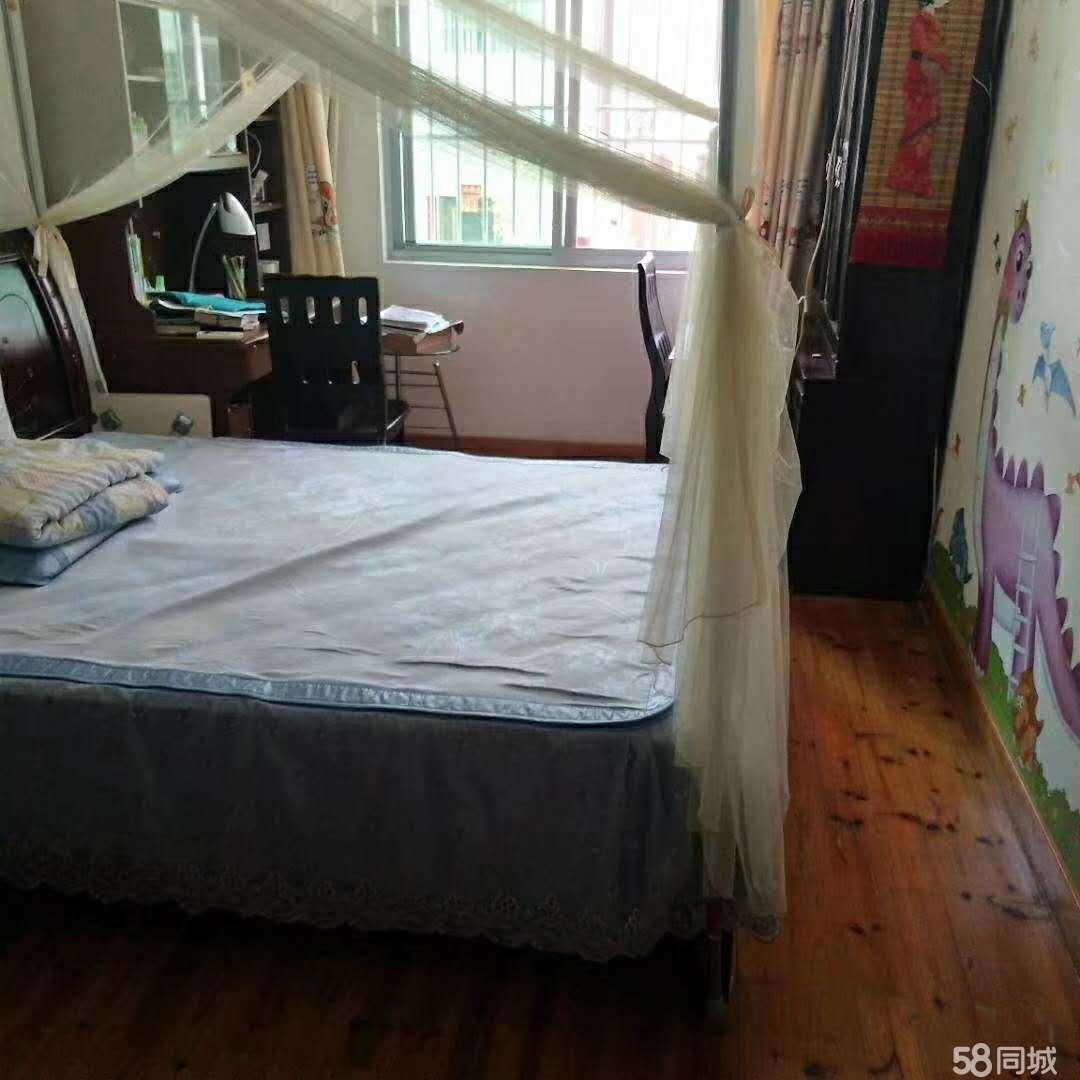 城区东环小区3室2厅2卫130平米