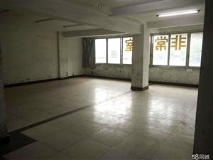 东楼街江景房黄金二楼310平米简单装修临街不吵商住两用
