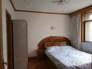 裕龙公寓,三家住,出租南卧带卫,限女生,大客厅给你超凡体验