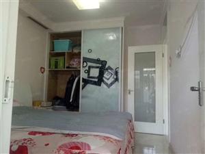 火车站香江金城小区四楼精装三室老证送储藏室