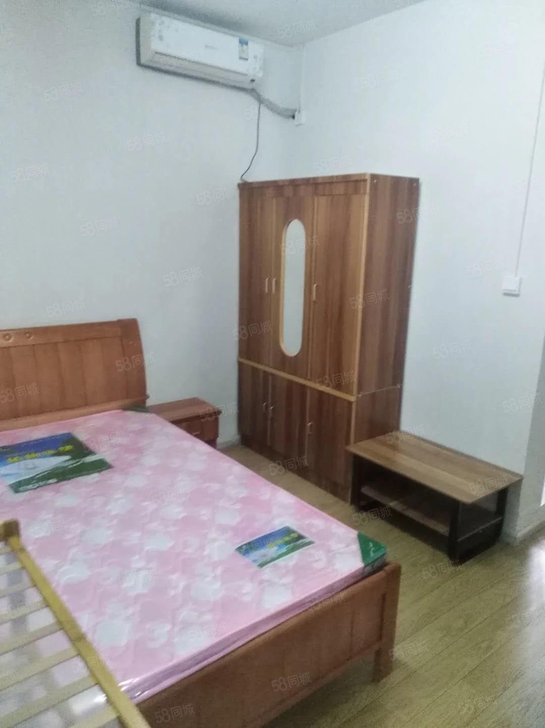 老城区大观楼信义街三楼精装修1室1厨1卫750月家电家具全新