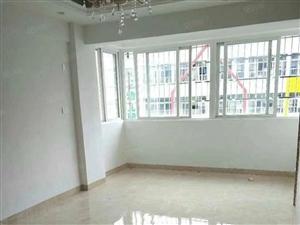 金盘海南日报旁、电梯精装2房、采光好、有小区、首付38万