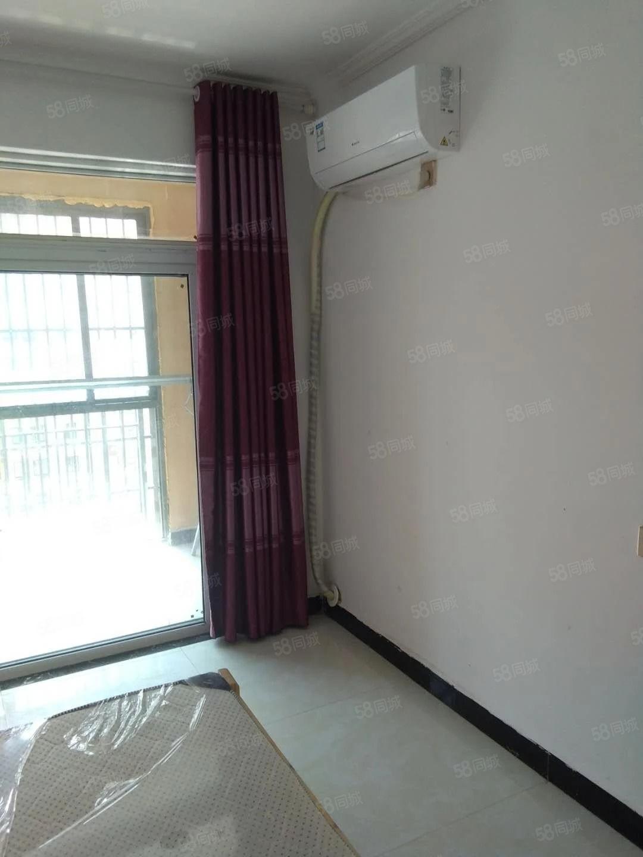 京皖财富中心装修干净配套设施完善万达商场南湖尽在身边