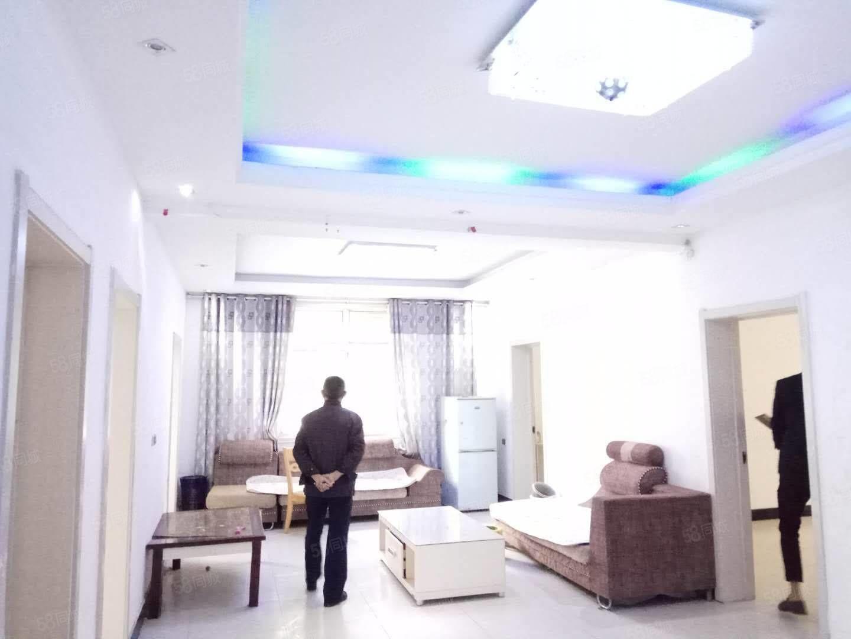 七小附近二楼精装房出租,四室,家具家电齐全,拎包入住,价位低