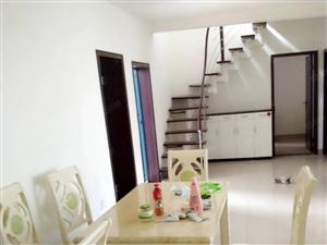 碧竹山庄步梯顶楼出租,有个露天阳台。