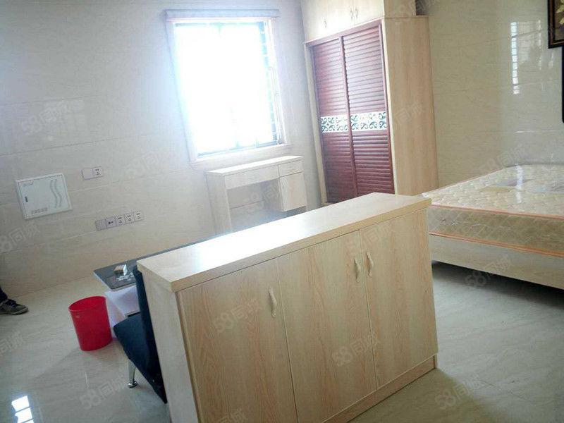 华大泰禾难求的单身公寓精装拎包入住视野无遮挡采光极好