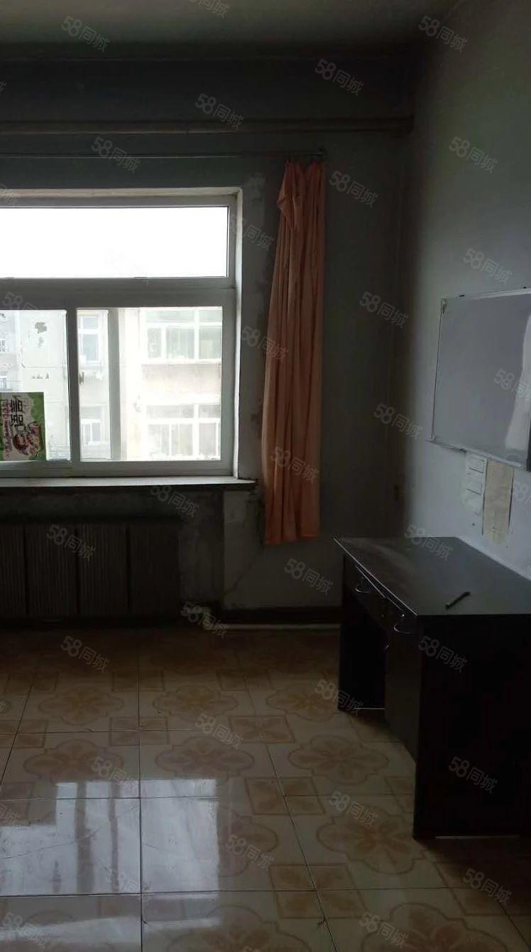 西山坡隆泰市场附近5楼顶楼房主急售只要五万