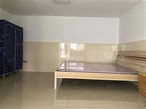长板坡路康居苑小区1楼35平1室1厅拎包入住