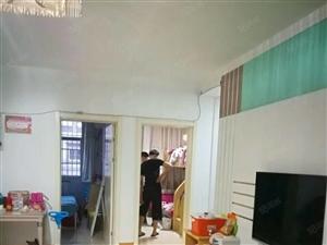 通达路吉祥花园精装3室2厅,送储藏室,房东包税,有钥匙随时看