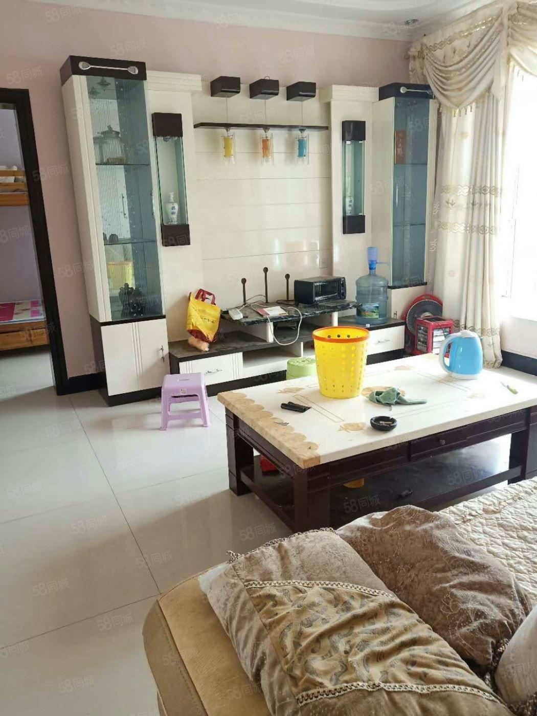 金三园1200元3室2厅2卫干净整洁,随时入住