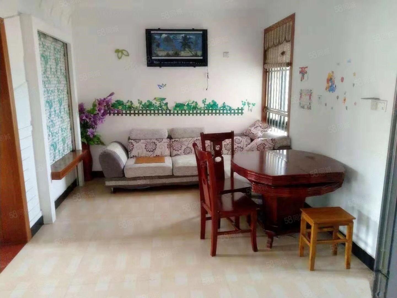 急租新东苑2室1厅950一个月有车库