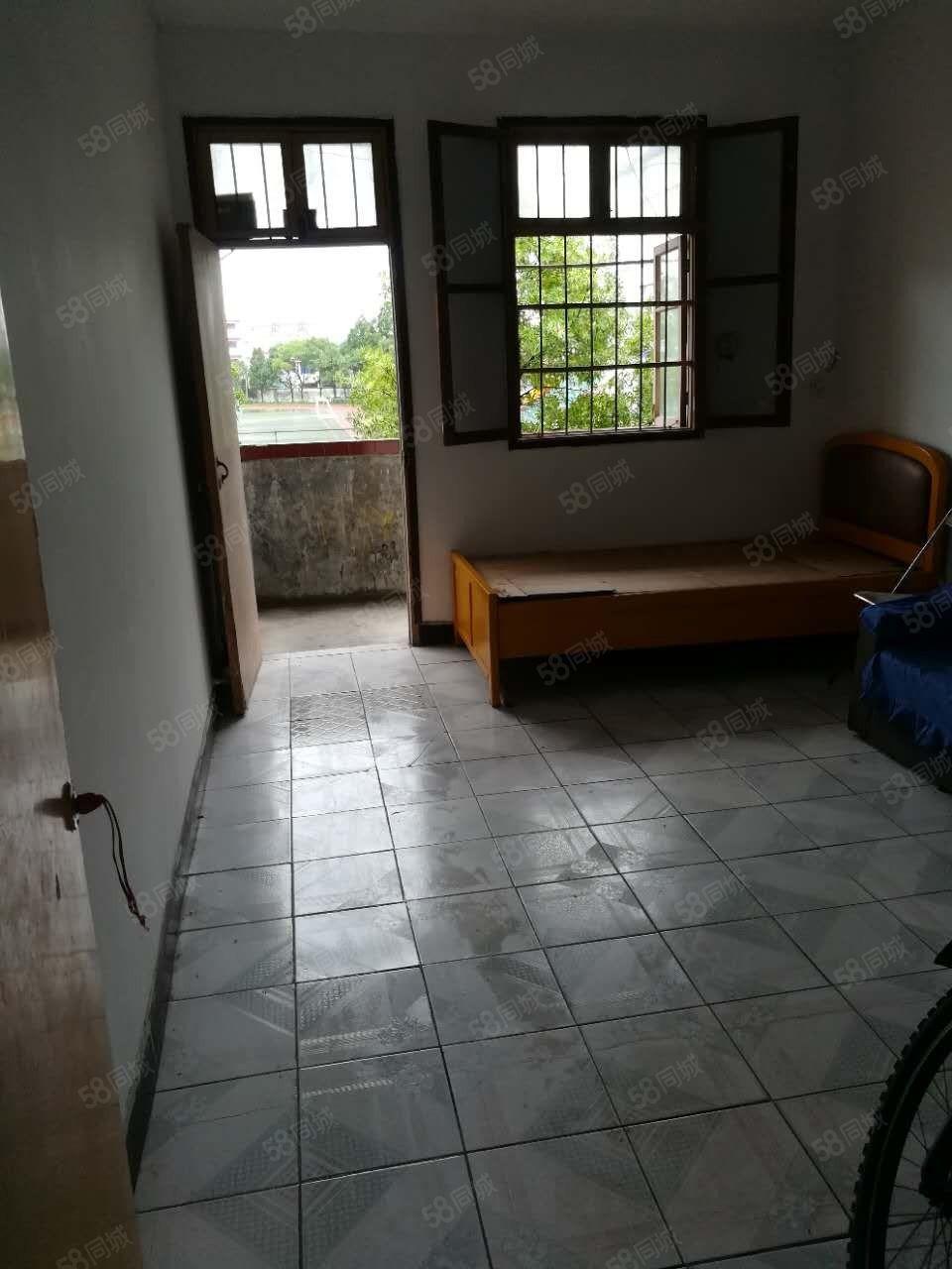 出租西街一中旁边2楼3室1厅一厨一卫摩托车库