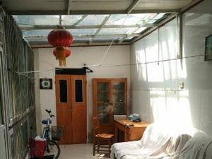 车站东门附近铁路宿舍2室1厅1楼带院院内盖顶装修