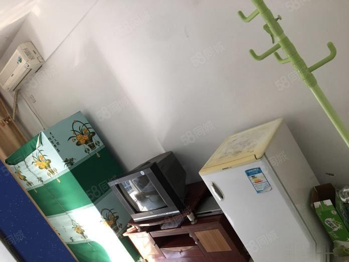 宁德市蕉城区金甸名苑950元1室1厅1卫中装,家具电器