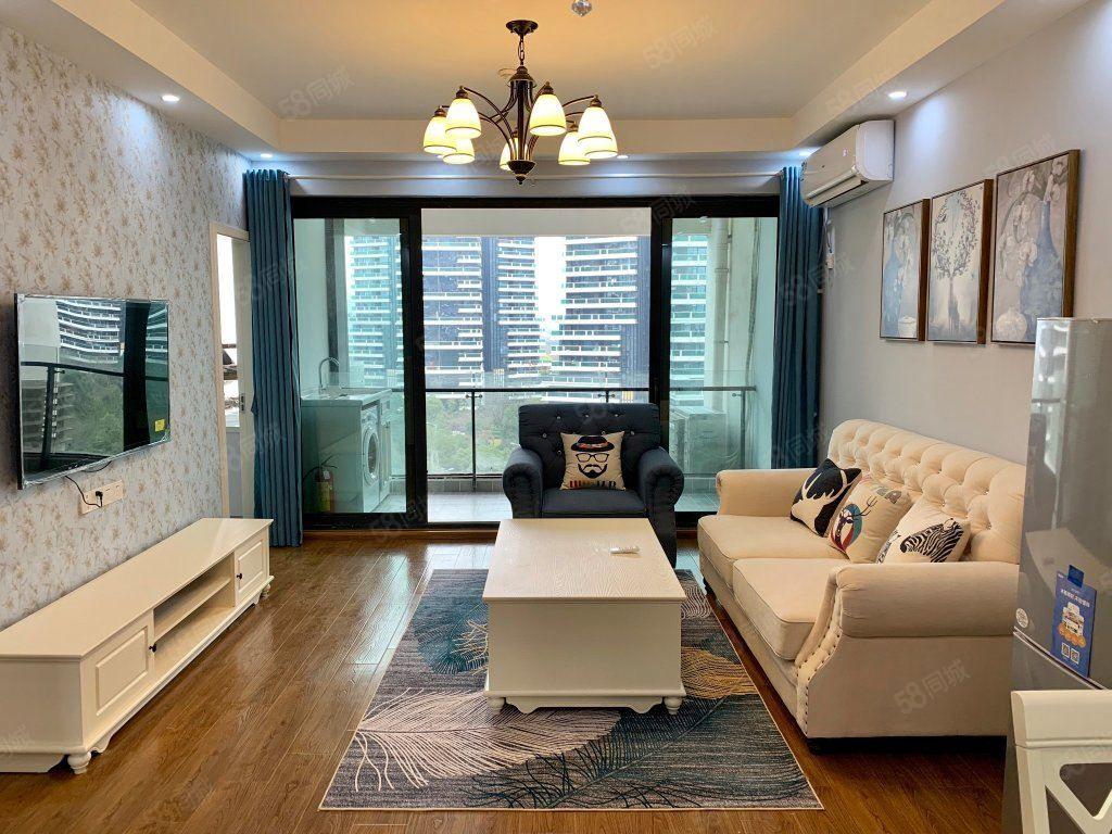 万达华城2700元2室2厅1卫精装修,干净整洁,随时入