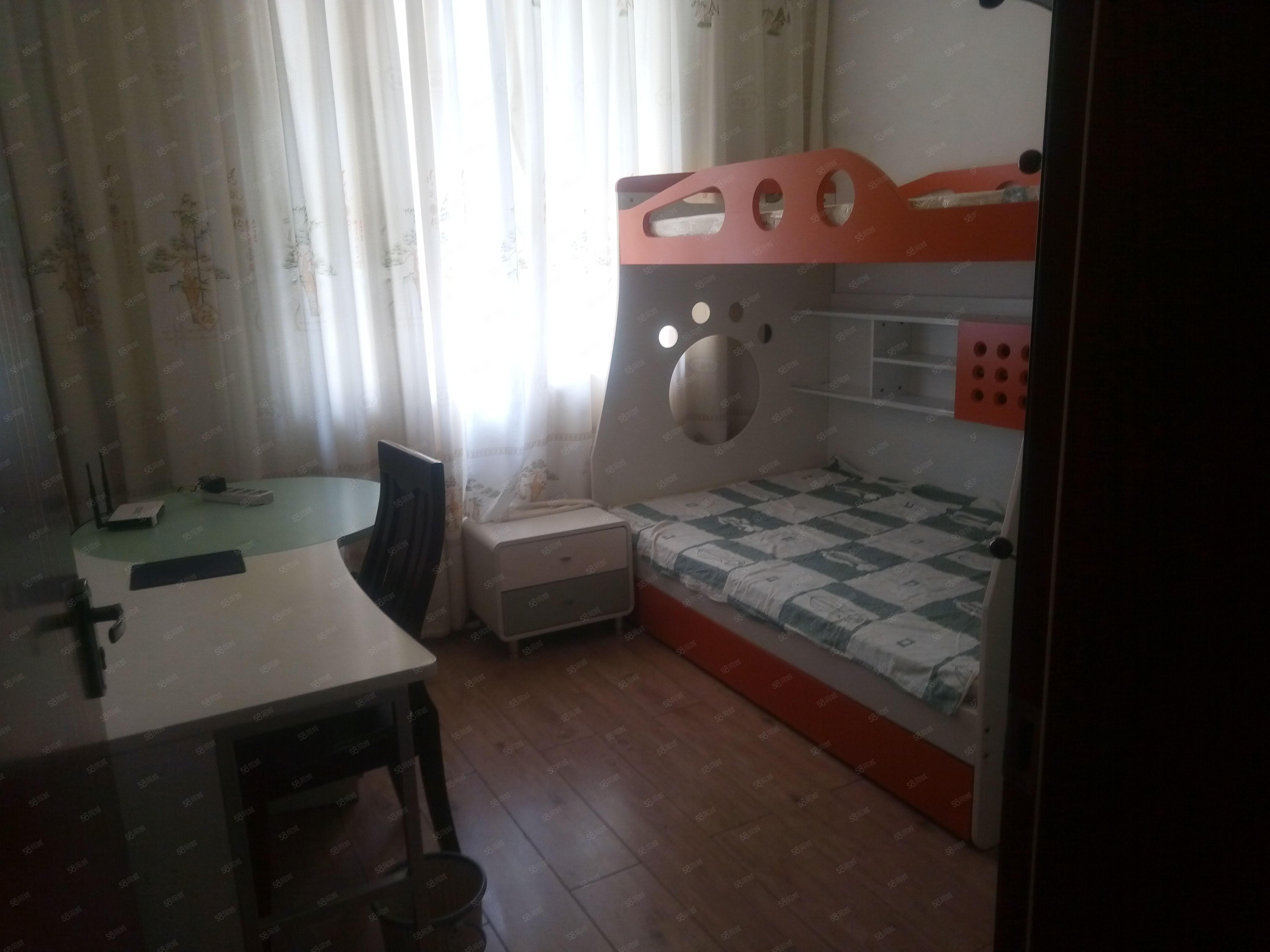 整租福景小区二小学期房4室2厅2卫面积:158平带家具