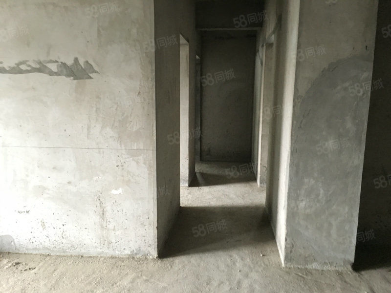 时代商汇电梯中层,4室2厅2卫带双阳台,视野开阔房子方正