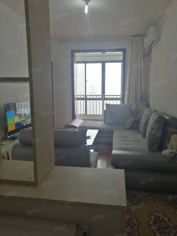康居家园一室一厅精装修,家具家电齐全,领包入租,可以月租!