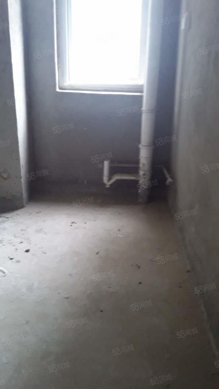高新区万达广场旁边钱隆城小区3室2厅105平方149万