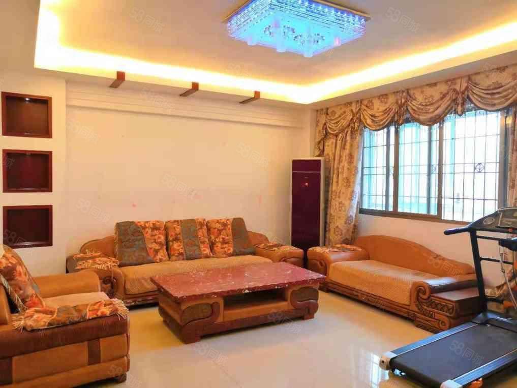 万达嘉华酒店旁城东花苑三房精装出租,设备齐全。