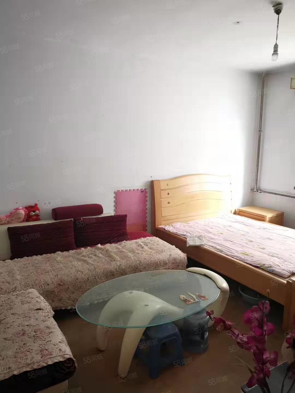 友谊广场单身公寓空房650元/月出租