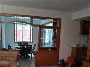沃尔玛旁,153平,四房,全翻新装,没出租过,诚意租2800