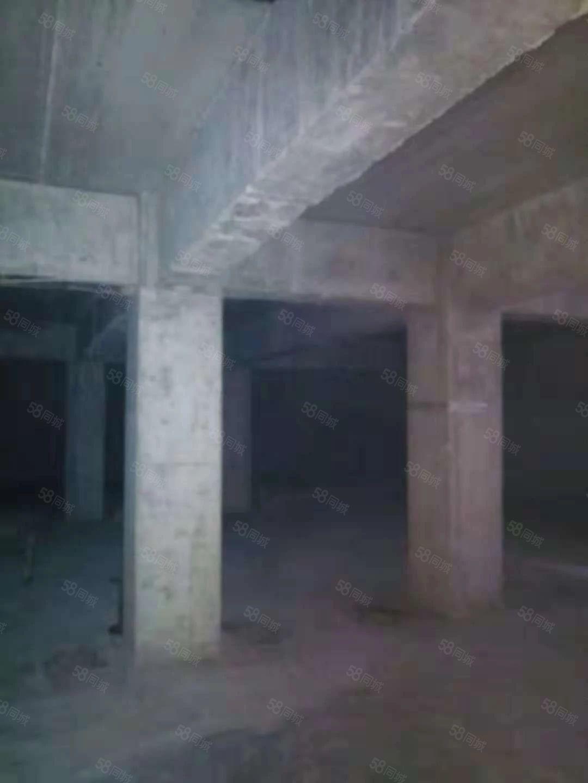 工农路莲花路开陈营附近一楼带院可做仓库每年一万一