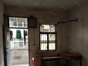 竹山城西豪爵摩托车对面单间出租随时可以看房