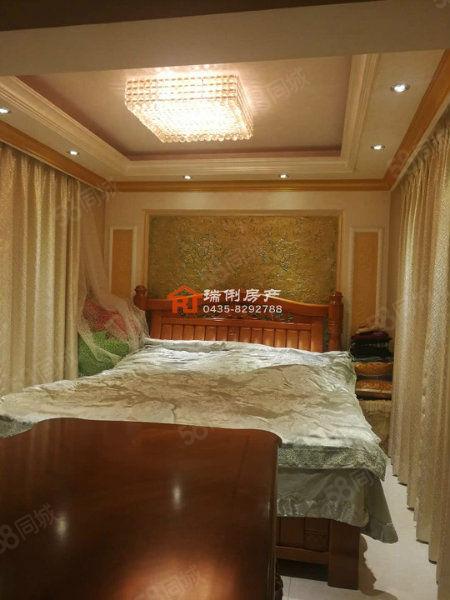 西广场,三室两厅两卫,好户型,单价低,价格看好可议!