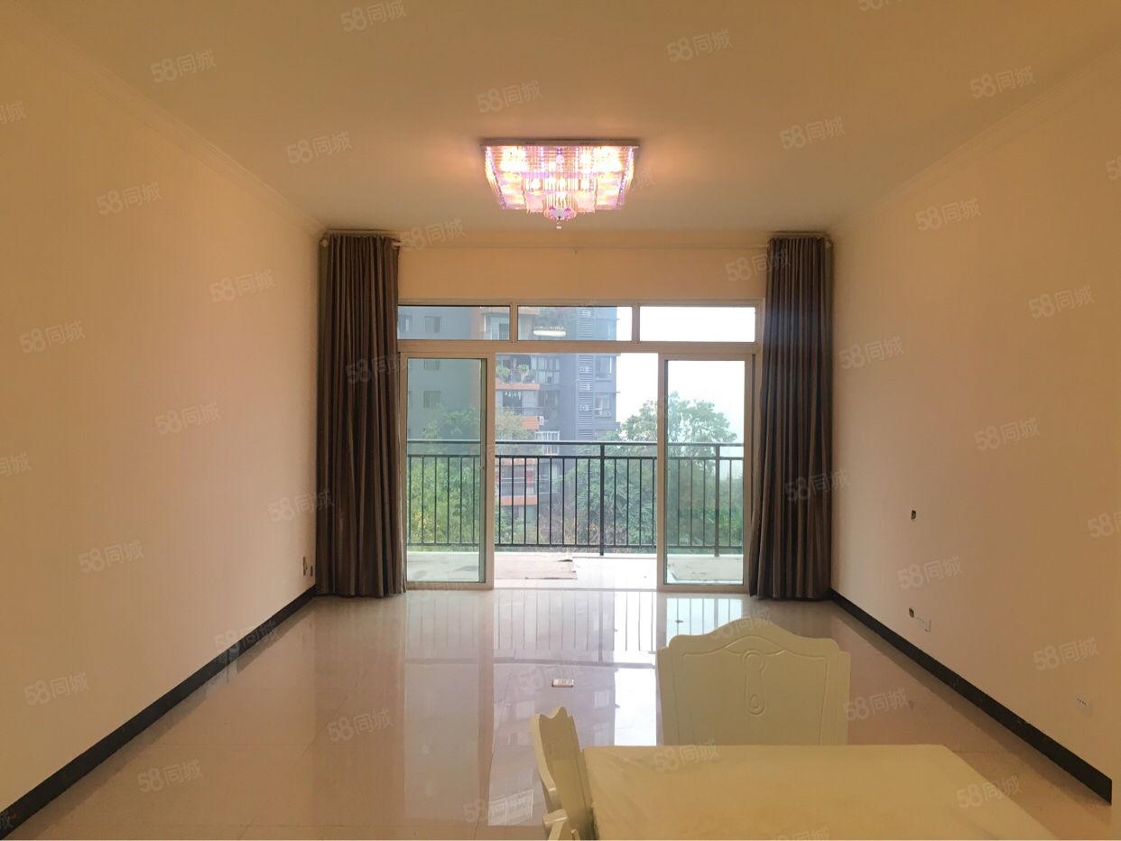 家具家电全齐,四个卧室带空调,客厅配沙发