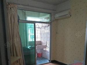 带独立厨房阳台的单身公寓