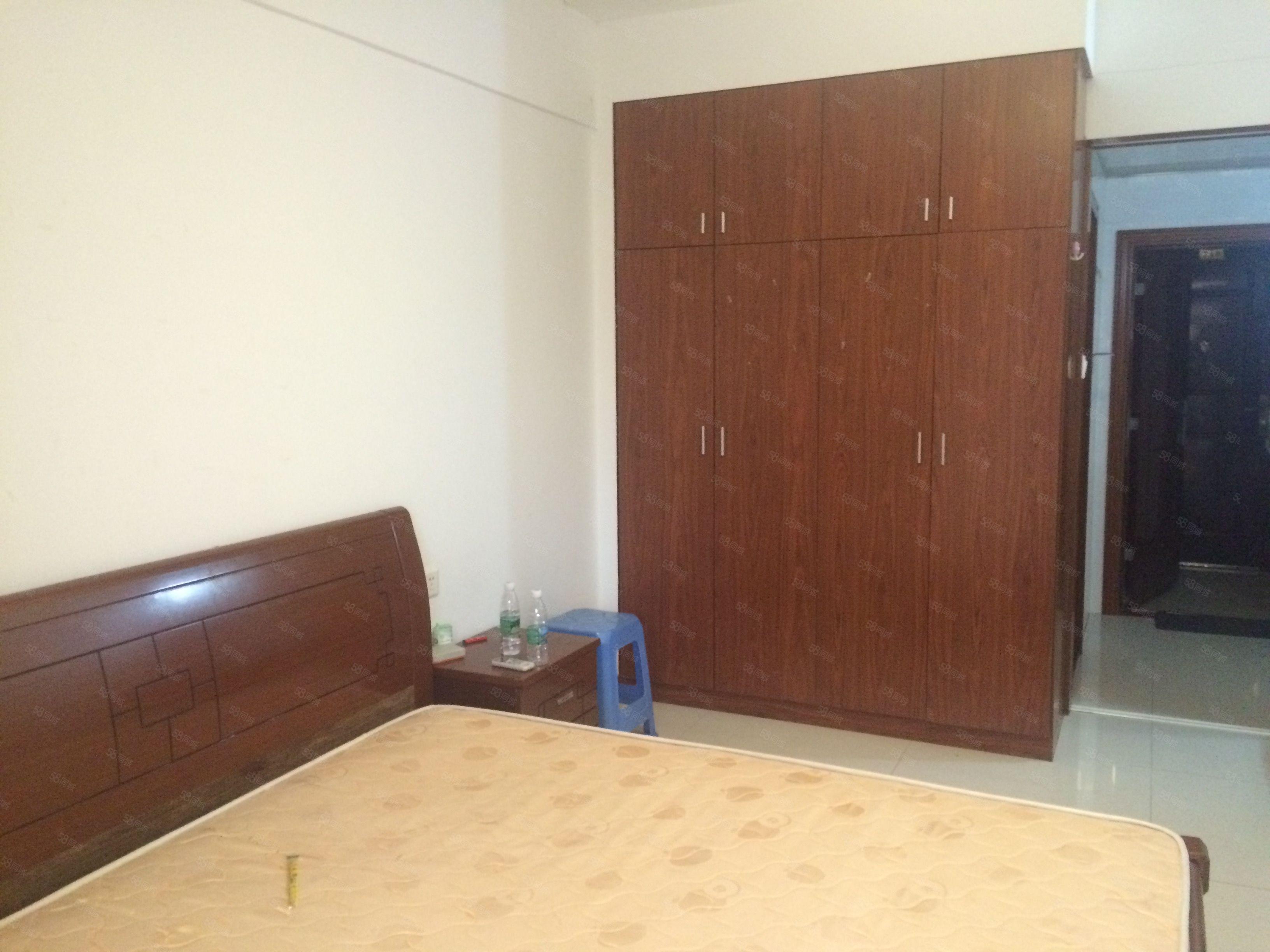 金甸名苑汽车北站附近电梯中层37平中装单身公寓1100