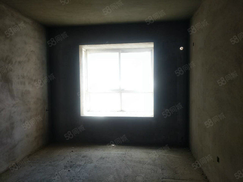 御博苑小区,毛坯四室,南北通透,大落地窗,3楼