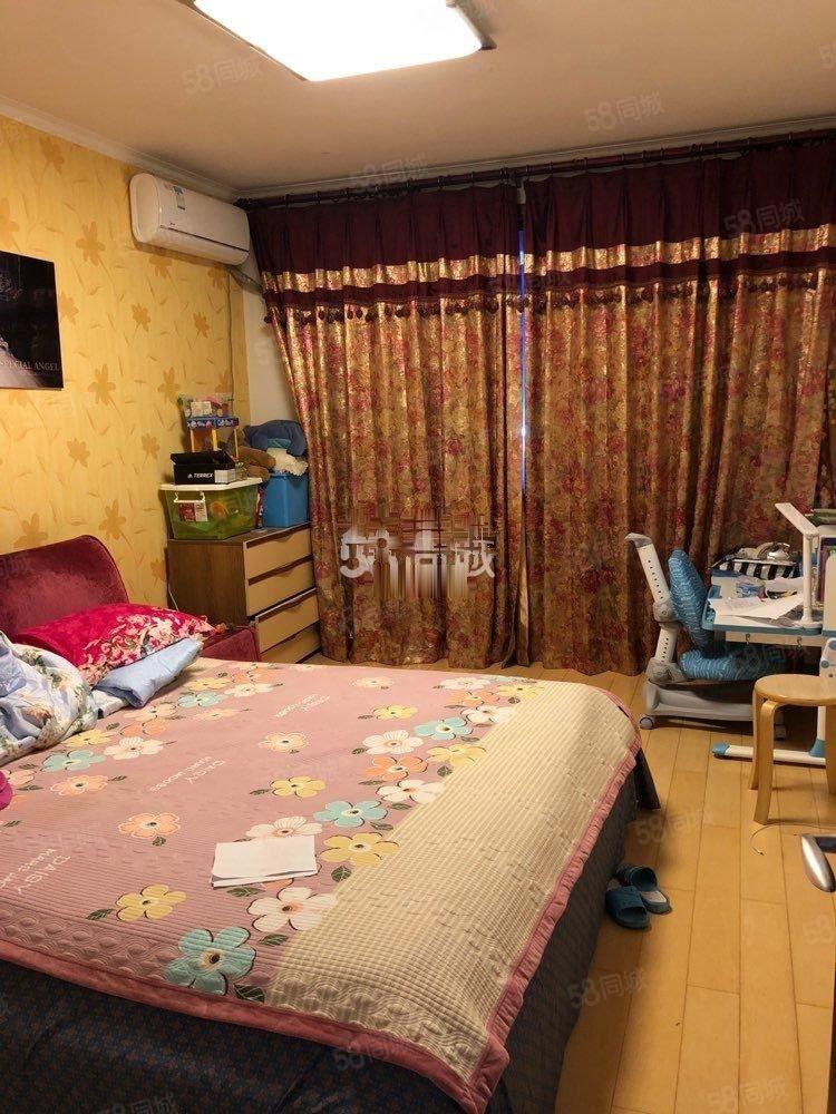 凯旋城3室2厅1卫精装修,多层3楼东西齐全年租2万