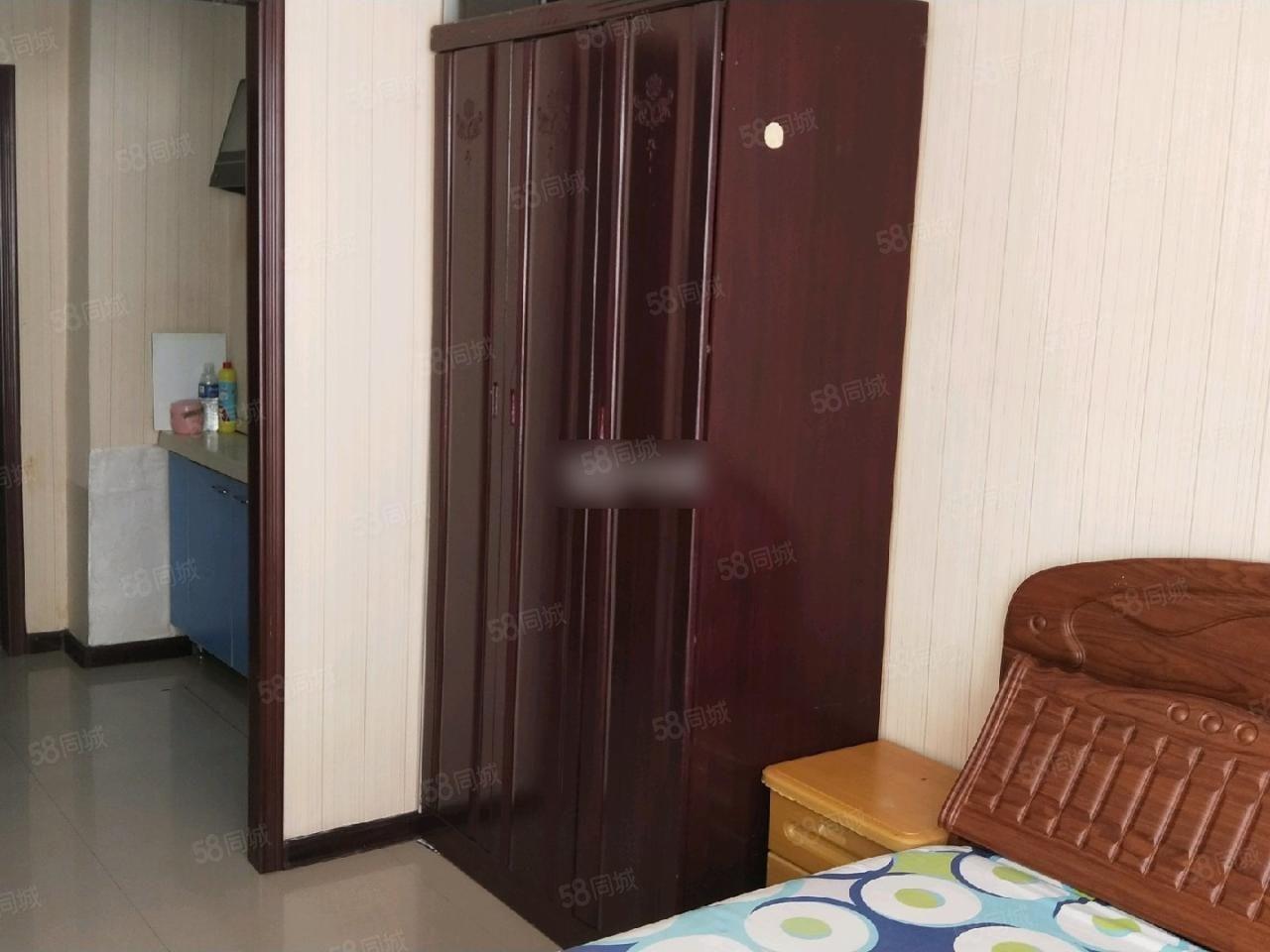 和谐家园公寓7楼40平有床衣柜电视