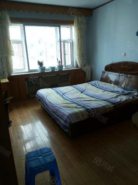 出租镇政府家属楼五楼两室一厅9500元/年