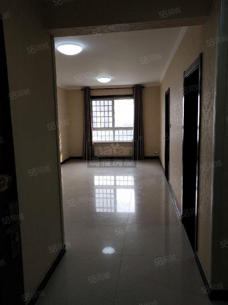 临湖,两室精装空房,可住家,办公,看房随时1