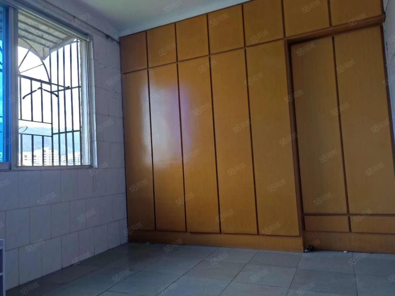 白云小区3室1厅1卫简单装修