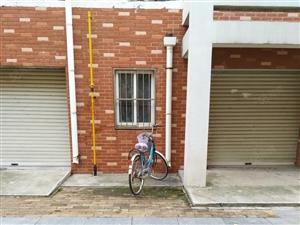 安和南区6楼45平简装租8500元一年有床,11月1号倒房子