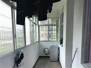 二中校内3楼简装3室2厅2卫经济实用房出售