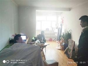 扬子江路红+月西一区精装修拎包入住家具家电齐全随时看欢迎来电