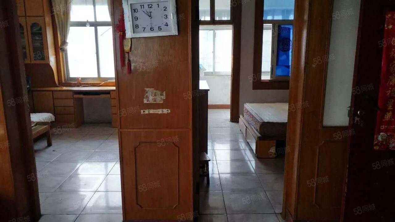 美高梅注册一中北十字宿舍2室2厅精装可半年付空调热水器