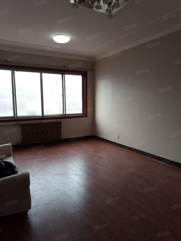 紧邻中医院,闫庄小学,刚刚精装完毕,全新家具家电,年付可谈价