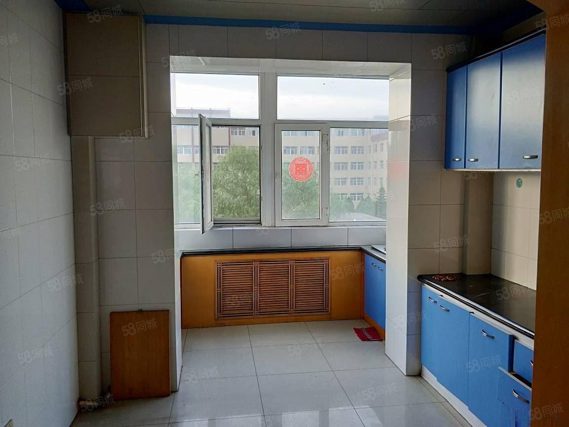 梅园小区精装四层南北通透三室两厅六中带家具家电