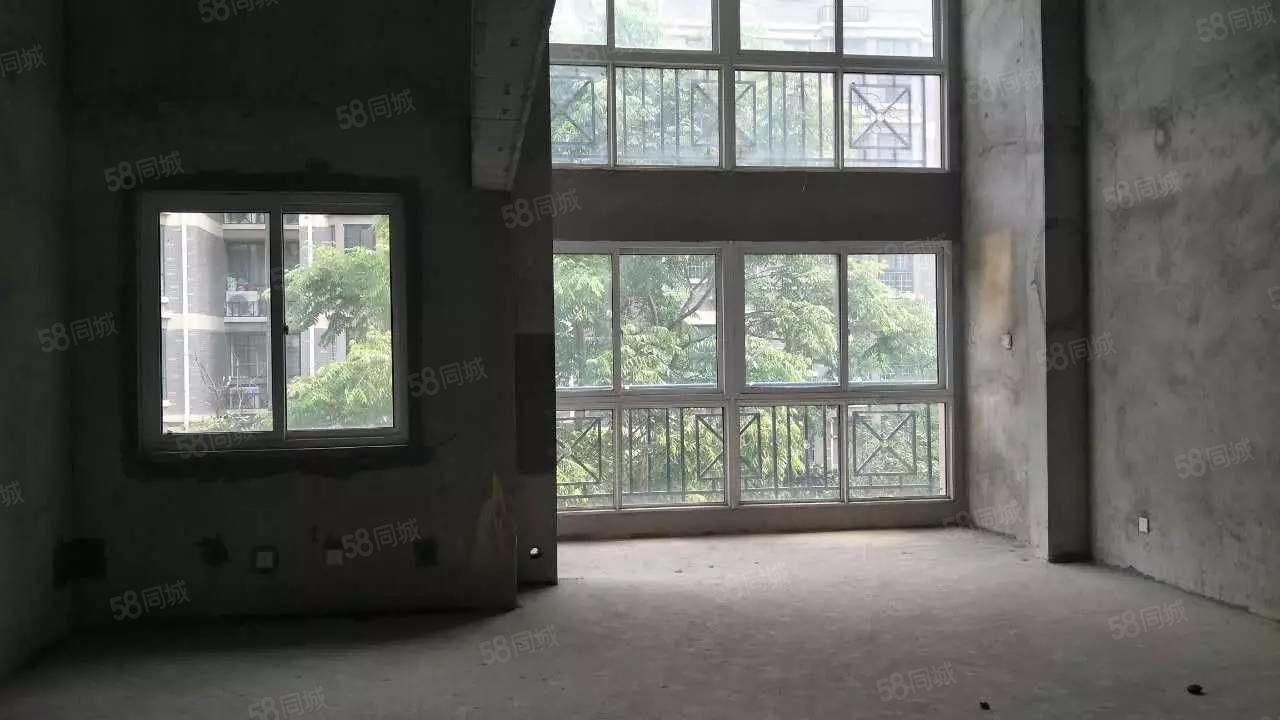 出售南山龙郡多层2楼复式楼,带车库,带储藏室!