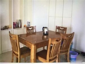 干净整洁,随时入住,东湖豪门2900元3室2厅2卫中装