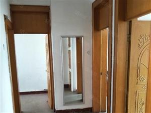 三村三楼简装出售两室一厅