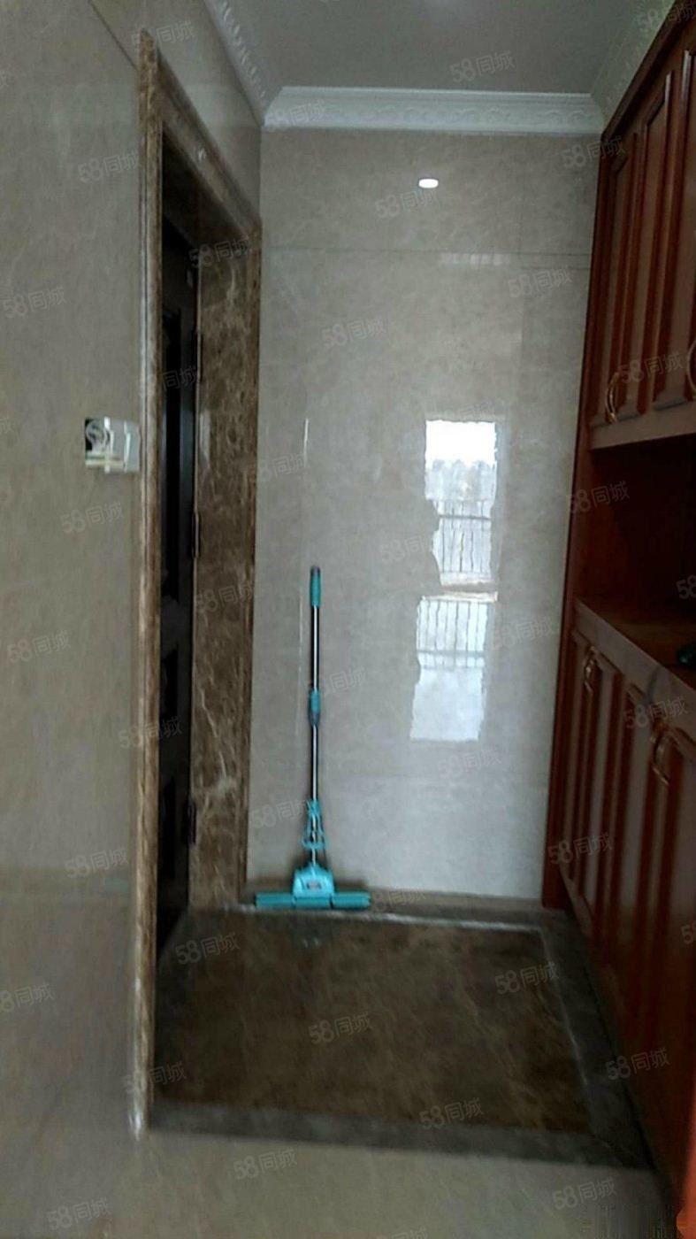 天茂城市广场2400元2室1厅1卫精装修,超值,免费看