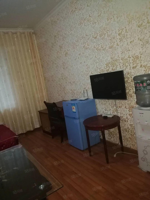 900元便宜出租,老二医附近精装修单身公寓一室一厨一卫带家电
